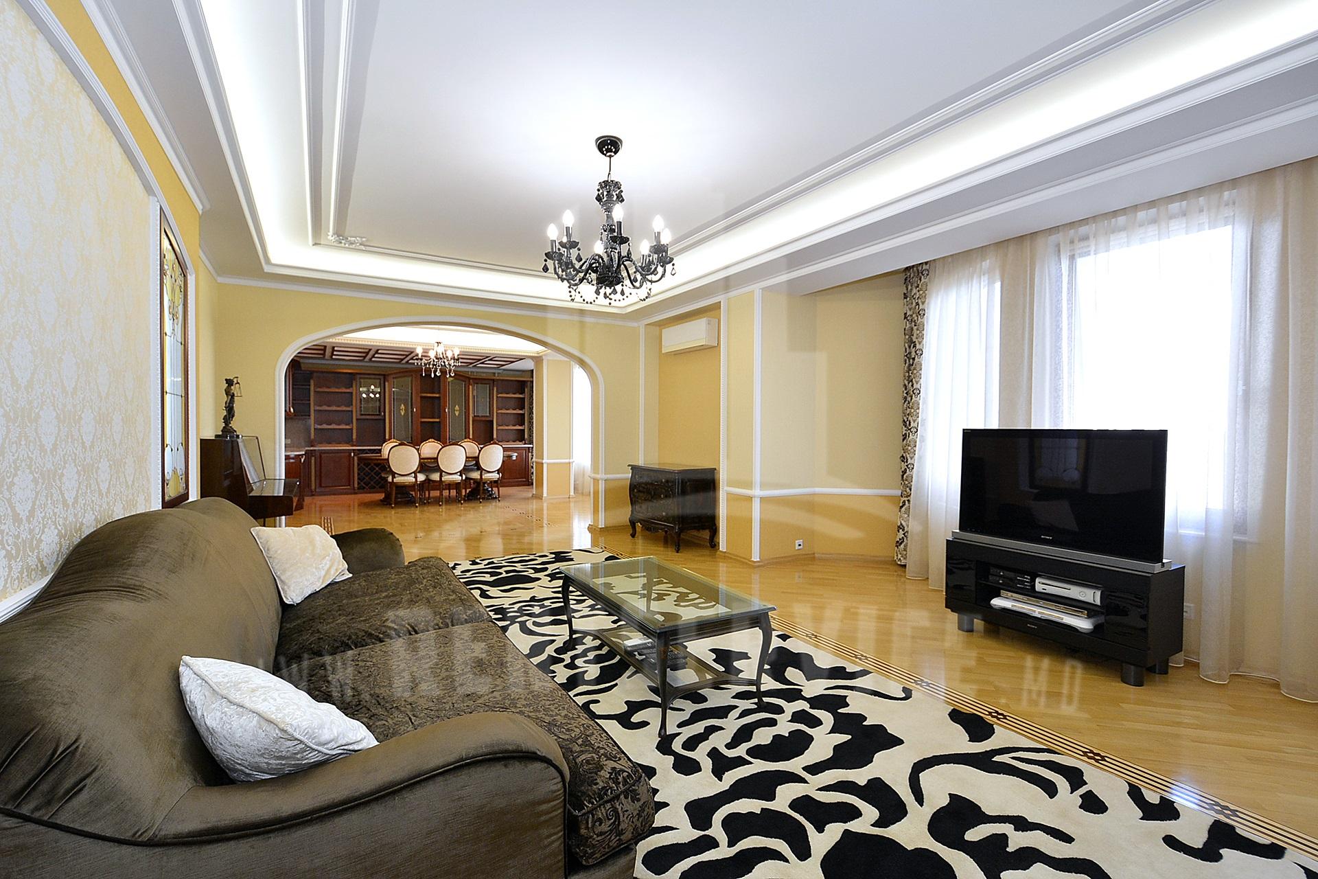 284_apartment_front.JPG