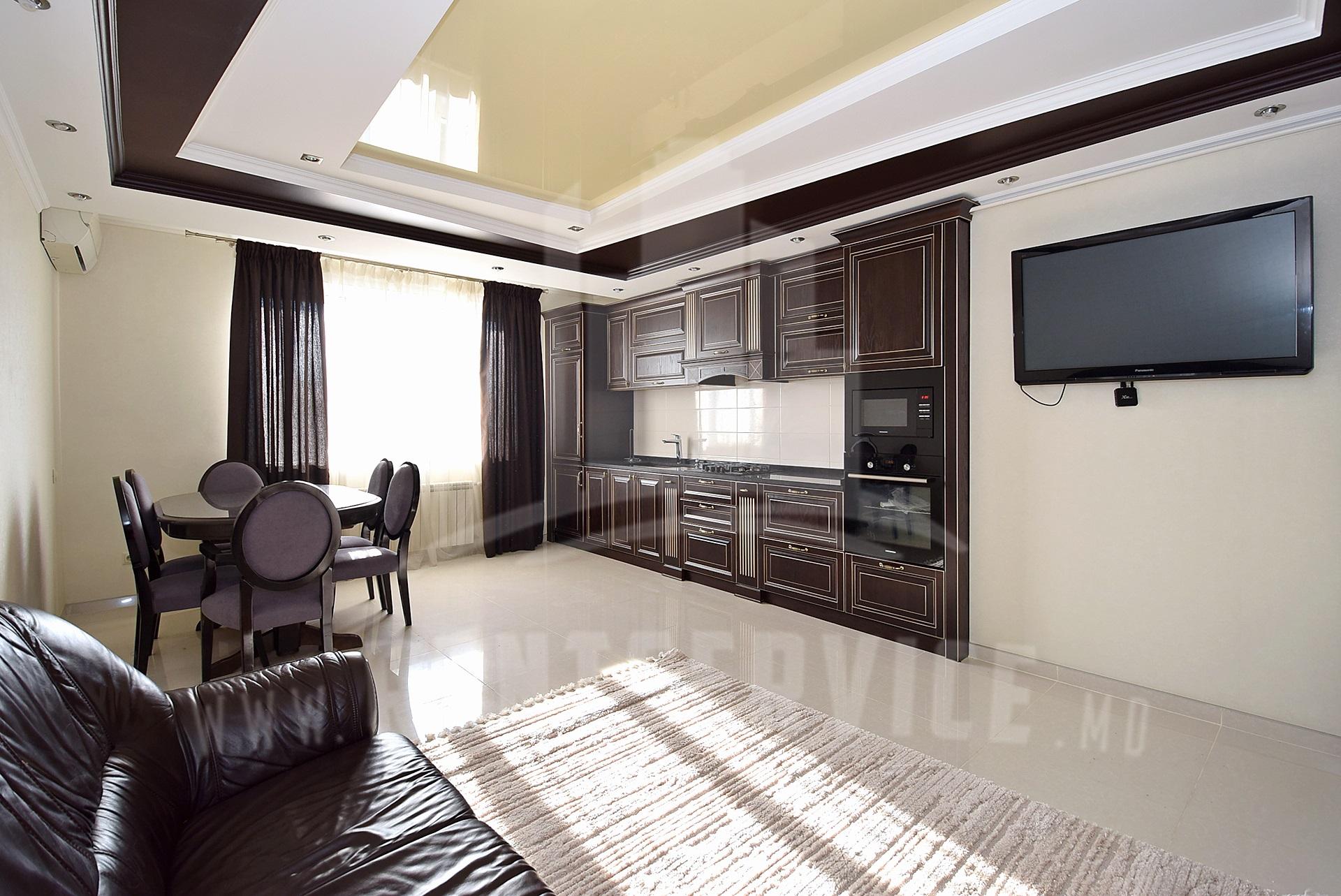 290_apartment_Front.JPG
