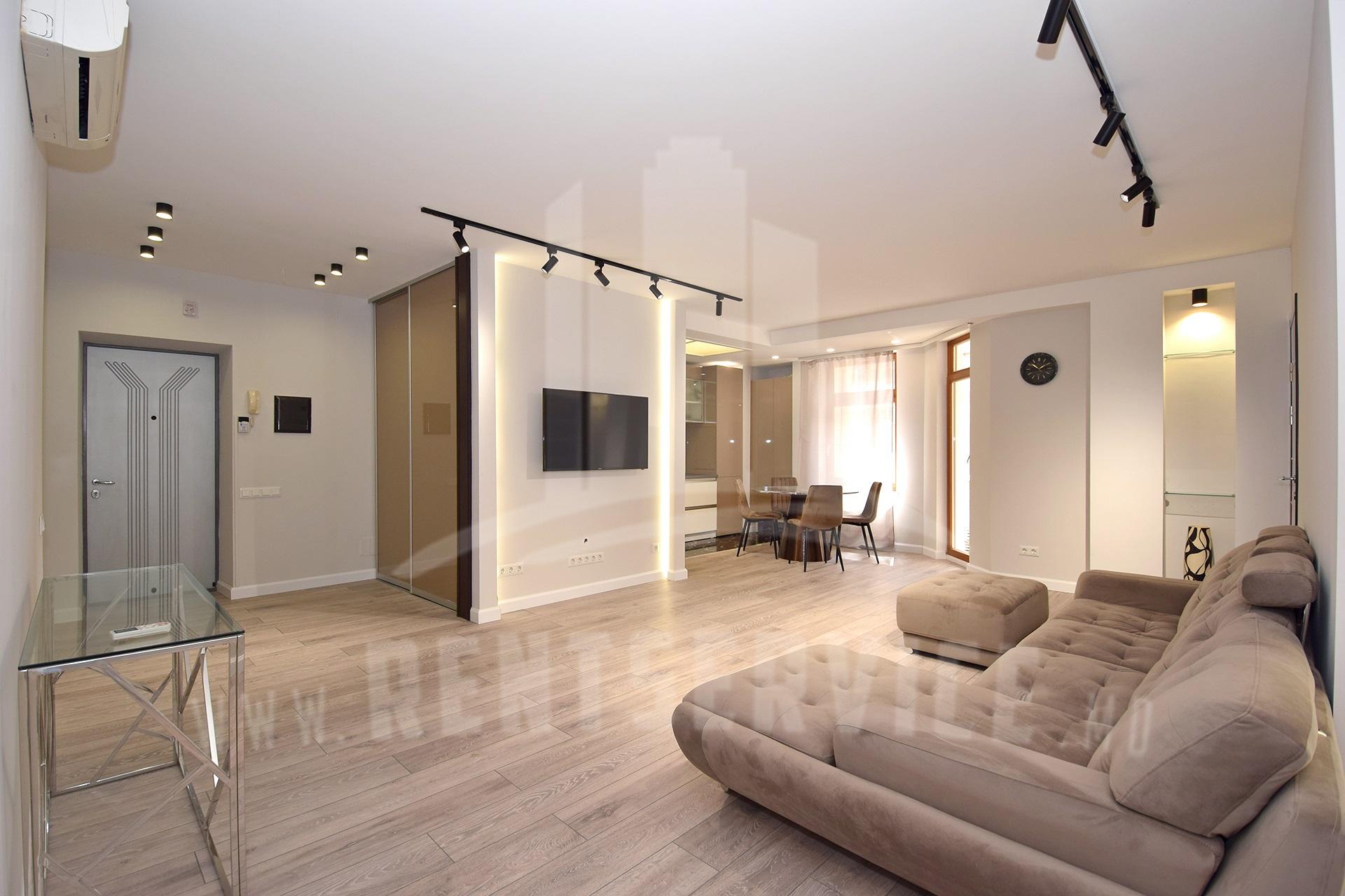 291_apartment_front.JPG